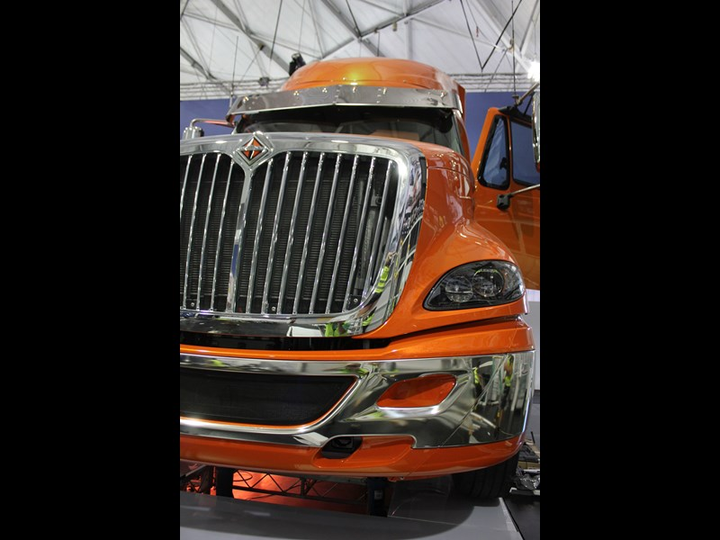 INTERNATIONAL  ProStar (Orange)