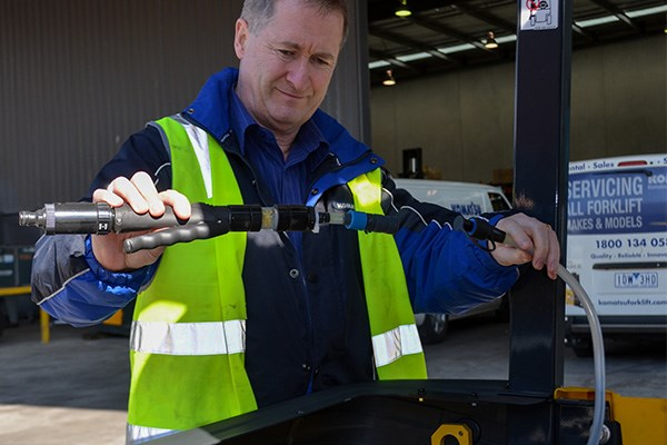 Komatsu's Allan Frith demonstrates watering the battery of the FB25-12.