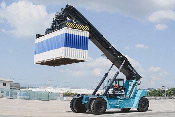 One of Konecranes' new Generation C lift truck in action.
