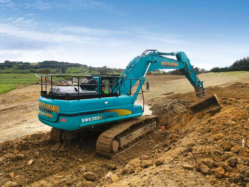 A 36 tonne Sunward excavator makes quick work of clearing out tipped soil