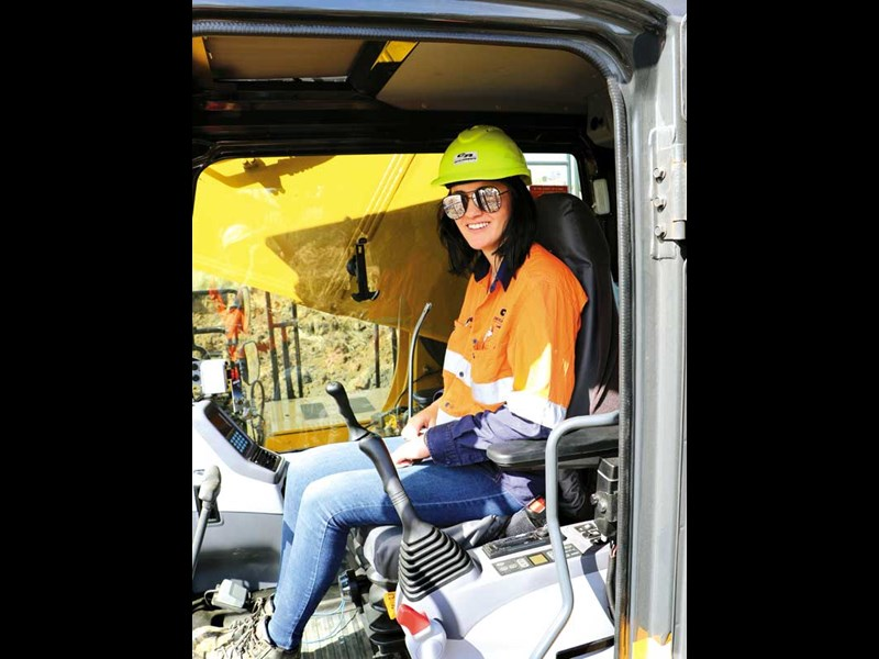 We meet Teri Merrilees a young digger operator who is leaving no stone unturned to achieve her professional goals