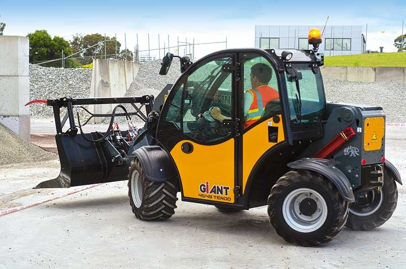 Giant V5003 wheel loader review