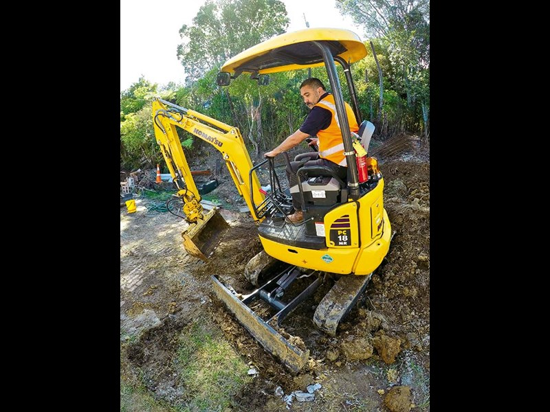 Komatsu PC18MR-3 review