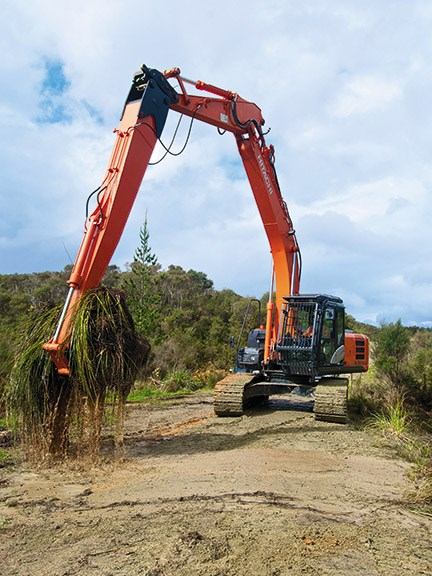 Robur maxi-reach excavator attachment