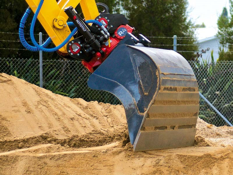 Rototilt tiltrotor excavator attachment
