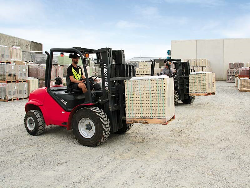 Test: Maximal all-terrain forklifts