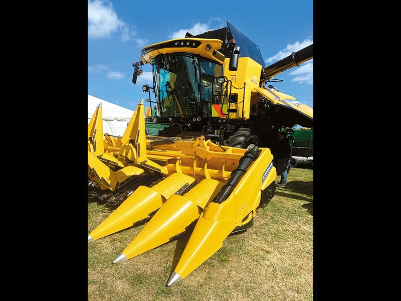 New Holland Twin Rotor CR combine