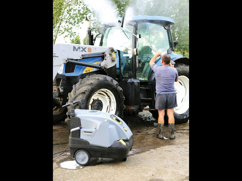 Clean up time with the Karcher HDS hot waterblaster