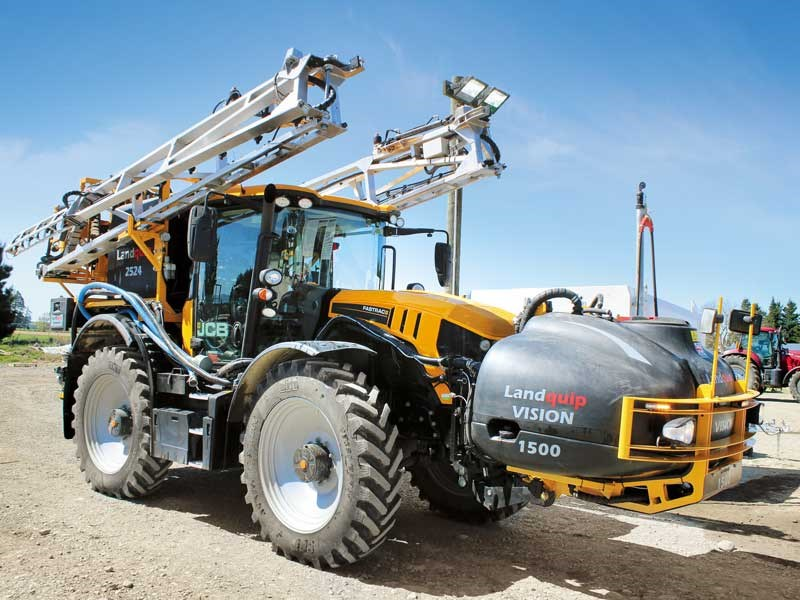 The JCB Fastrac 4220 is the latest addition to Chamberlain Agriculture fleet