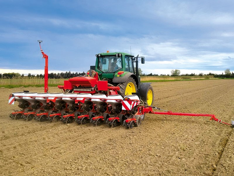 Maxima 3 telescopic with adjustable spacing KUHN 10405 300dpi