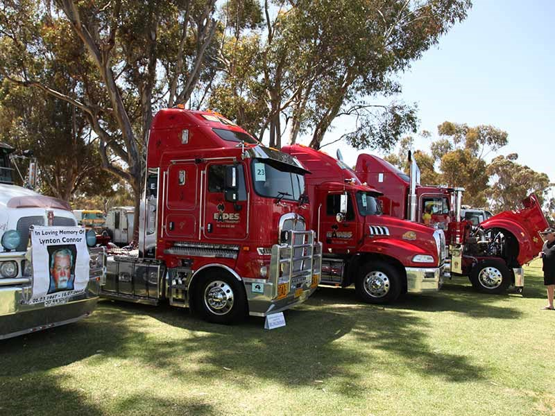 Three prime movers from Eades Transport, who picked up 2nd place in the Best Fleet competition. One of which is John Dunn's T950, which collected a number of awards at the event, including Best Truck Under 2 years (2nd place), Best Signwriting (3rd place), Best Interior (3rd place) and Cleanest Engine Bay (3rd place). Also among the winners was Eades' K200, picking up the 3rd place in the Best Truck Under 2 years category and 3rd place in Most Chrome award.