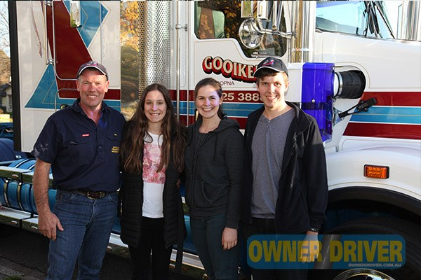 Bill, Hannah, Jayme and Chloe Gooiker with the new Kenworth T409 SAR.