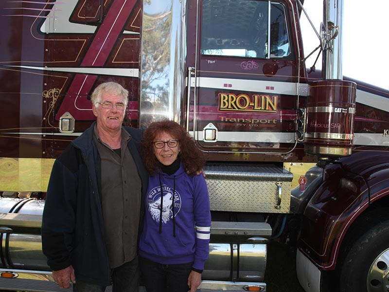 Lindsay McKenzie drove an old Kenworth SAR up to Deniliquin, also using the occasion to catch up with his daughter Leonie.