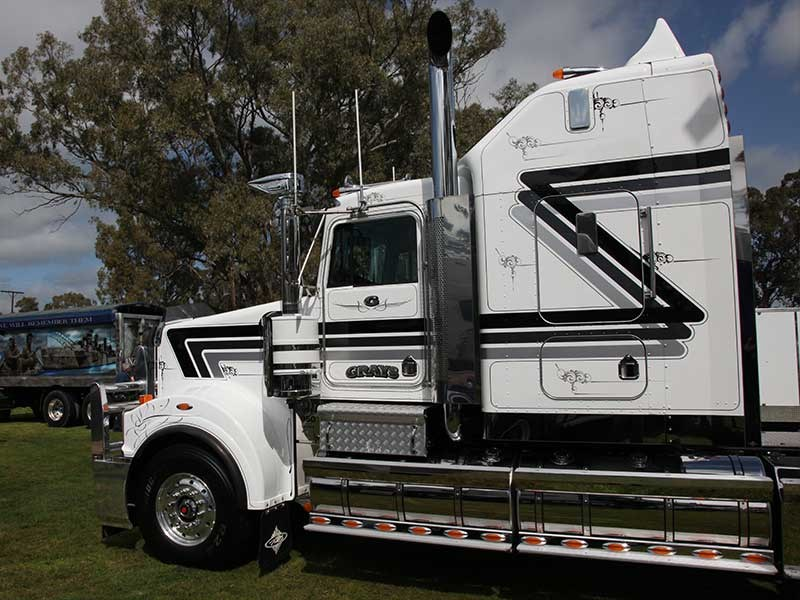 Gray's Transport's T950 won the Best Truck Under 3 Years award.