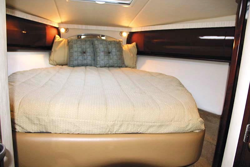 2008 Sea Ray 440 Sport stateroom