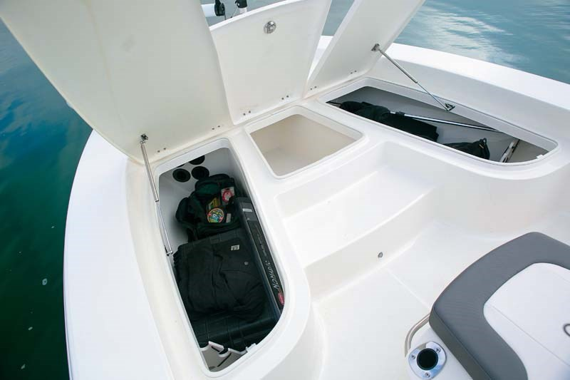 Storage on Robalo Boats Cayman 206