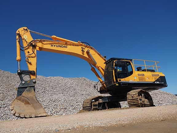 Wide shot of Hyundai R520LC-9 excavator