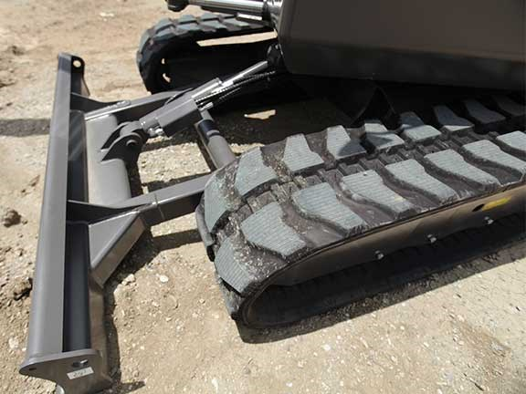 Volvo ECR50D tracks and blade
