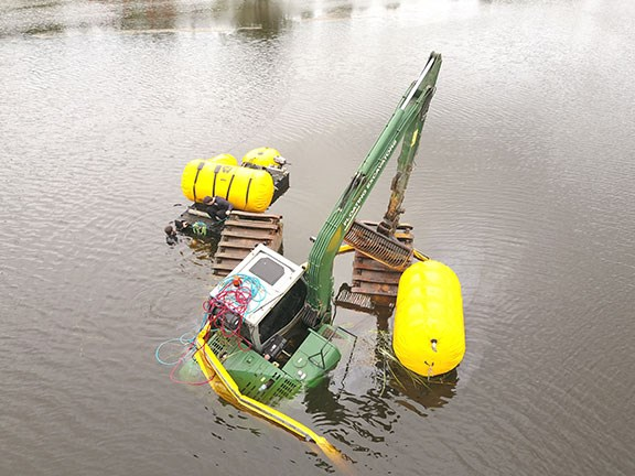 The Heking HK150SD floating excavator was stuck in 5m of water for a week