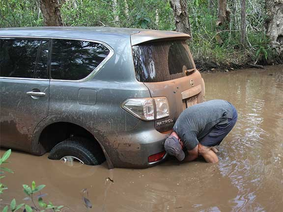 Nissan Patrol 4x4 stuck in river