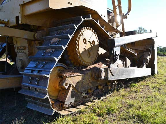 Cat D6R dozer undercarriage