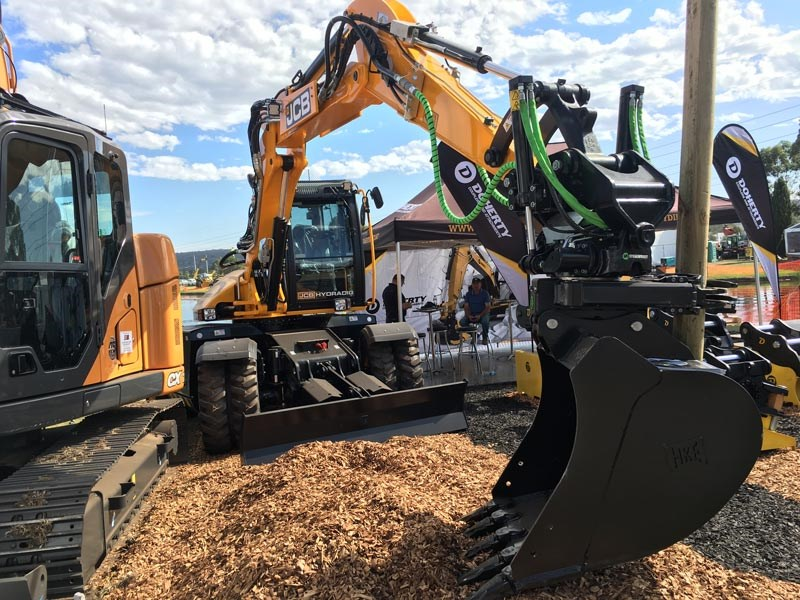 JCB Hydradig 110W is a A 11.2-tonne digging, lifting, tool-carrying machine that looks like a rubber-tyred excavator but is so much more