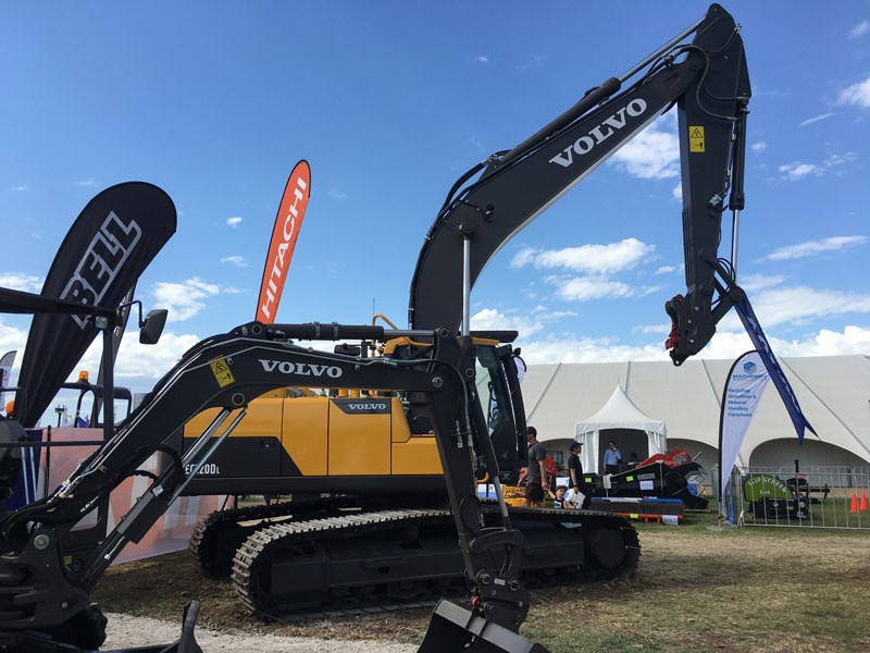 This Volvo EC220D Hydraulic Excavator packs 174hp, has a 5.7m boom and a 2.9m arm.