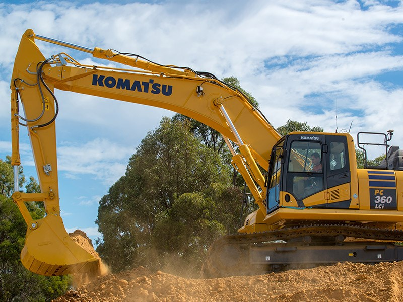 The PC360LCi excavator makes light work of the tough jobs
