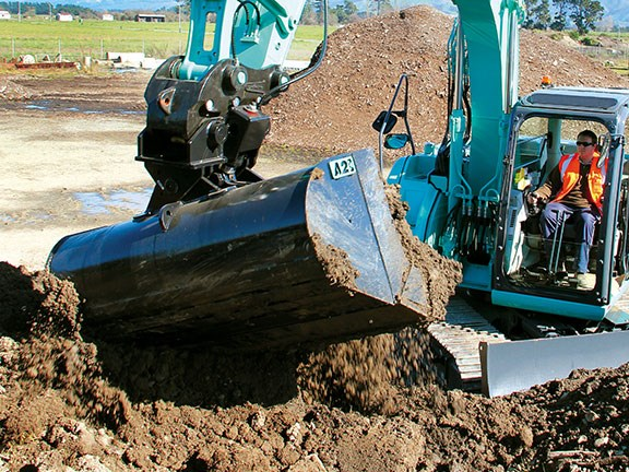 Putting the Attach2 Elite tilt bucket to work on a new Kobelco excavator.