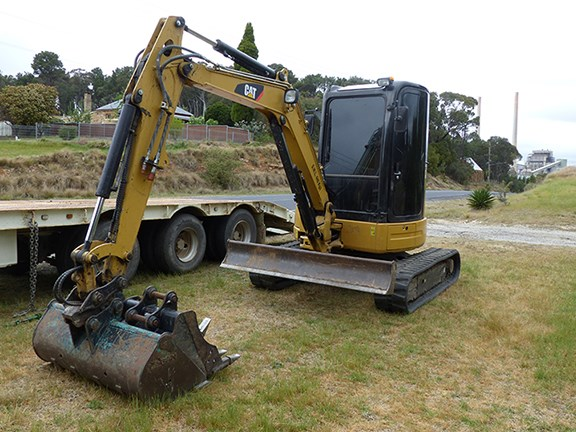 The 4-tonne Cat 304D-CR excavator's blade leaves much to be desired.
