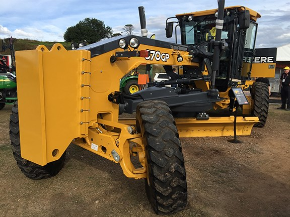 John Deere's 670GP (Grade Pro) motor grader is a good-looking machine that offers fingertip armrest controls.