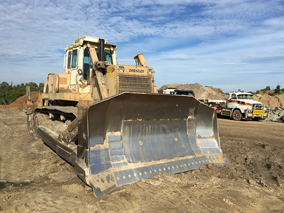The Dresser TD40 dozer has had several rebuilds of major componentry items such as engine, transmission and final drives but has never given any trouble.