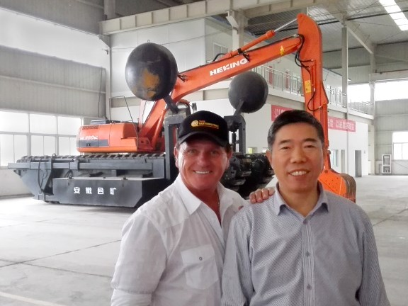 TradeEarthmovers.com.au reviewer Ron Horner and Anhui Hekuang Machinery  (Heking) CEO Hu Qian Gui at the Heking factory in China.