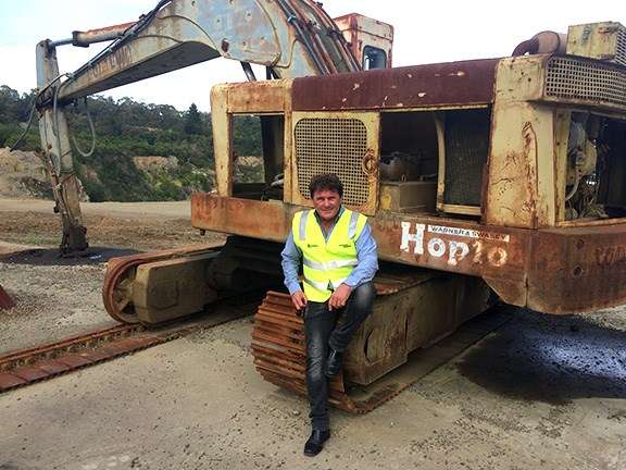 Ron Horner with the old Hopto 550 excavator sitting in a Victorian quarry.