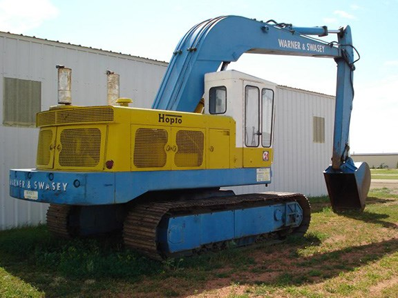 A Warner and Swasey Hopto 700 excavator as used on the Moomba to Sydney Pipeline during the 1970s.
