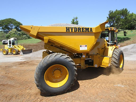 The articulated Hydrema 912ES and HM models feel very stable on the job.