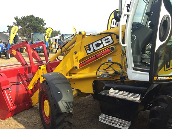 We loved the JCB 3CX Platinum Edition backhoe painted in nostalgic red, yellow and white livery.