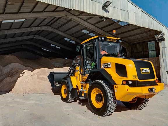 JCB 411HT loading grain in warehouse