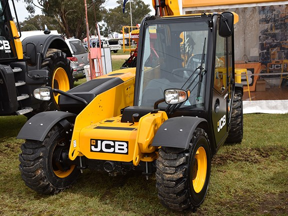 CadMac was showing off the high-visibility JCB 525-60 Loadall telehandler, which comes in both construction and agriculture specs.