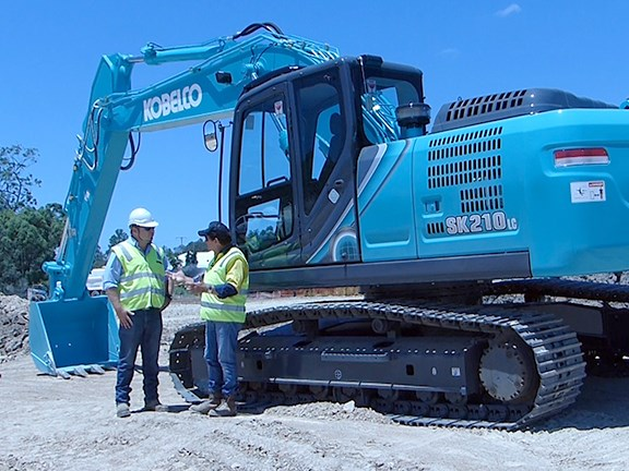 Aaron Lubbers from Kobelco dealer BrisVegas Machinery and reviewer Ron Horner discuss the merits of the Kobelco SK210LC-10 excavator.
