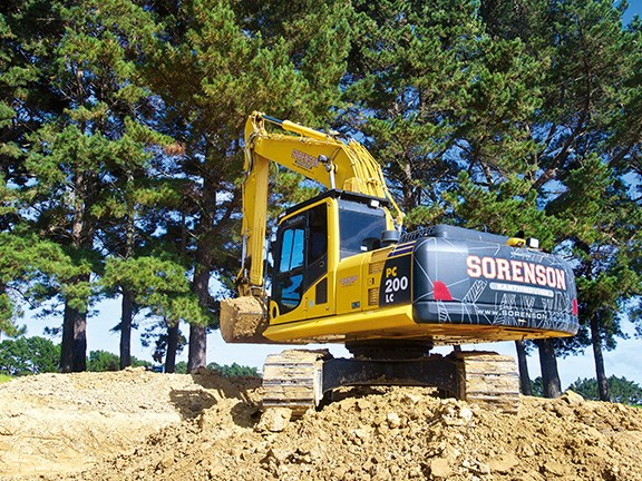 The Komatsu PC200LC-8MO is seen to be the best fit for Carl Sorenson's dirt track construction and deep-lift excavations.
