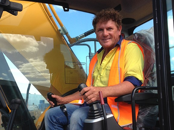 Ron Horner at the controls of a JCB JS220-LC excavator for an upcoming TradeEarthmovers review.
