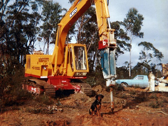 The first excavator (a Kato 550G) fitted with a hydraulic rock breaker (a Krupp 600) in Australia in 1976/77.