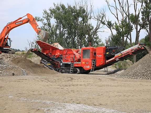 The Terex Finlay I-140 impact crusher in a recycling application.