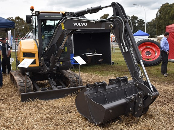 The ECR50D is the first true 5-tonne Volvo excavator offered in Australia by distributors CJD equipment. We like how the buckets clip on to each other.