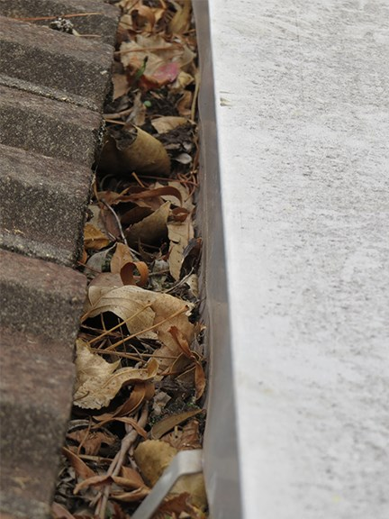 cleaning gutters and spouts tips