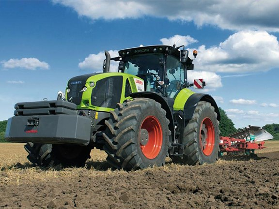 The new Claas Axion 900 tractor boasts a 445hp six-cylinder engineder engine