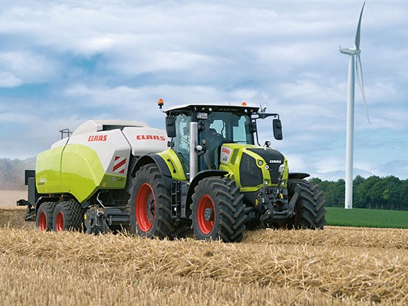 The new Claas Axion 800 tractor