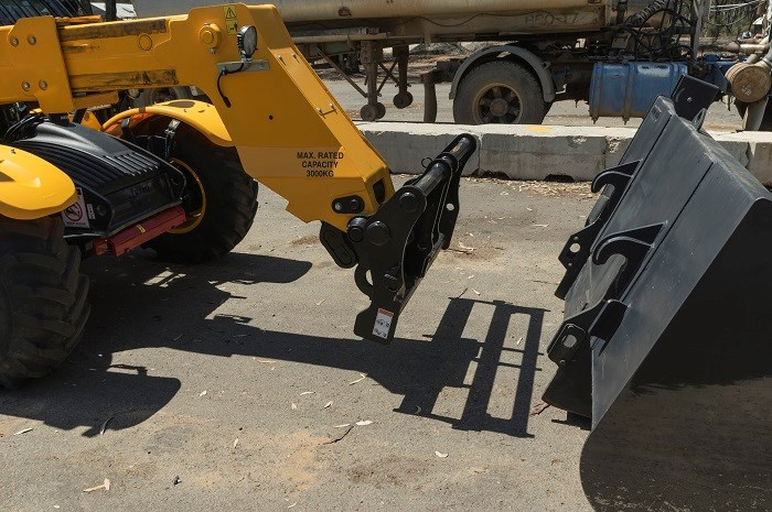 1601 Dieci Poultry Pro 30 7 TCL bucket attachment