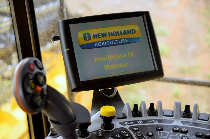 8195New Holland Cr1090 Intelliview IV colour touchscreen